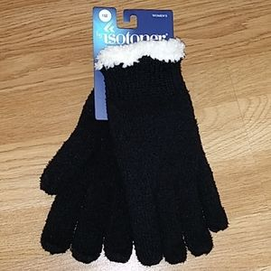 Accessories - NWT Isotoner women's gloves 1 sz